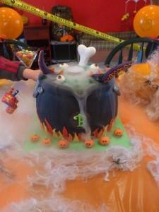 Halloween Dry Ice Cake 300px