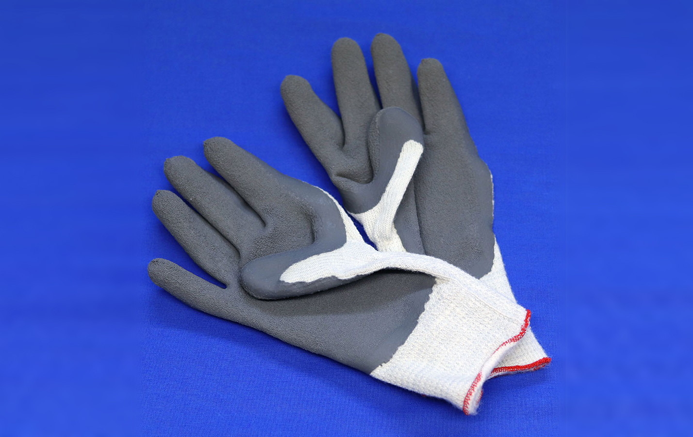 Insulated gloves for handling dry ice
